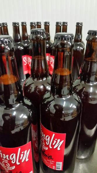 bouteille de biere sur la ligne_brasserie artesienne_kit a biere_biere sans gluten_a facon